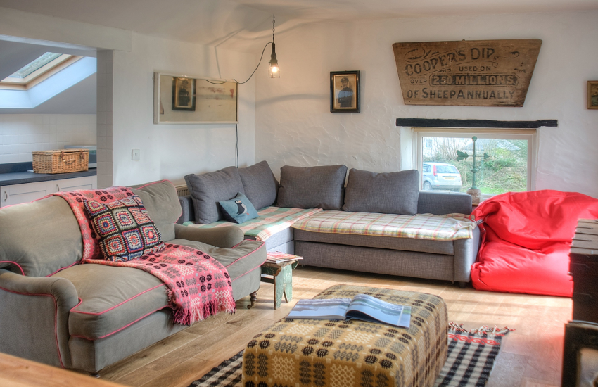 Bosherston Lily Ponds cottage holiday - lounge