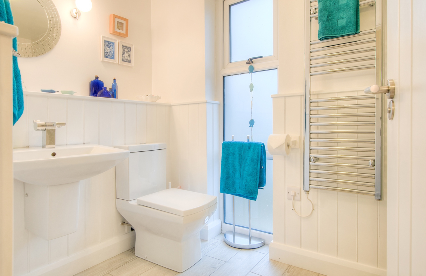 Morfa Nefyn North Wales coastal cottage  - shower room