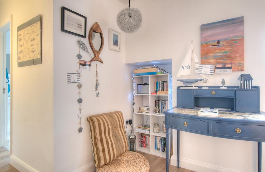 Porthdinllaen holiday cottage -  desk