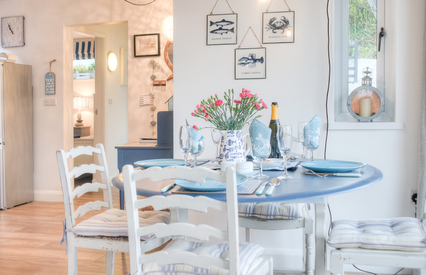 Holiday cottage by the sea Wales - dining