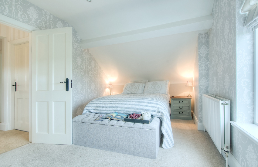 Aberdaron holiday cottage - 1st floor double bedroom