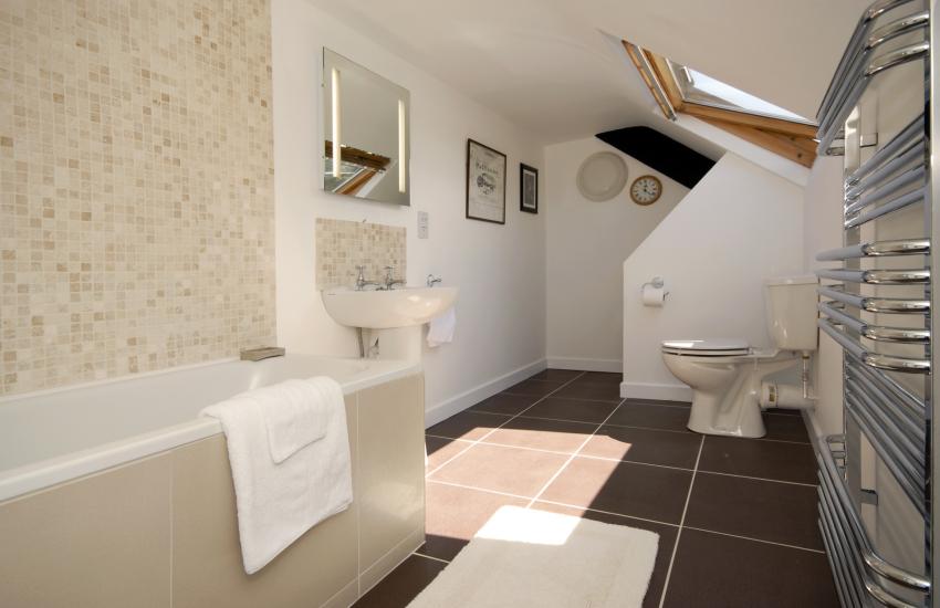 Cottage on the St Davids Peninsula - family bathroom