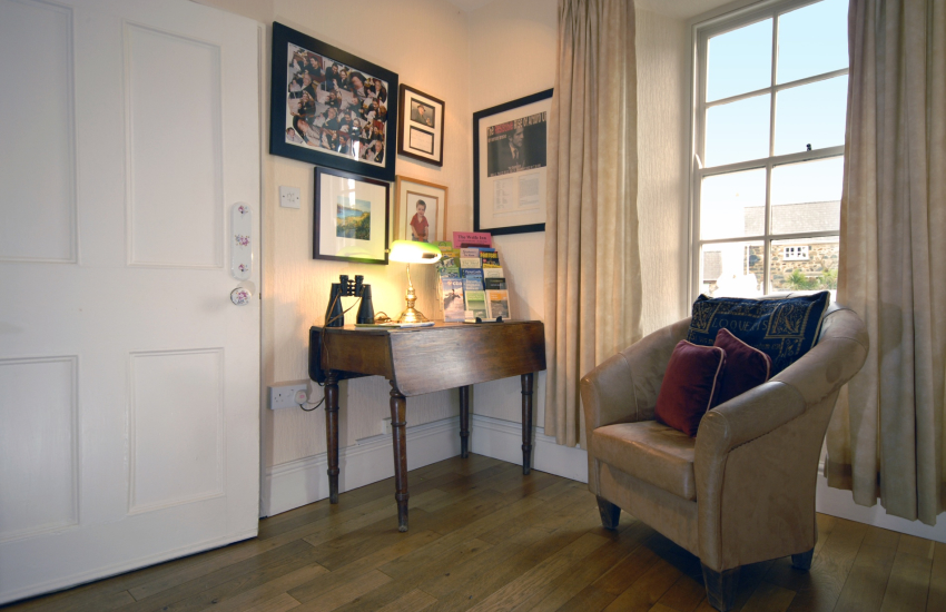 North Pembrokeshire holiday cottage with fine antique furniture