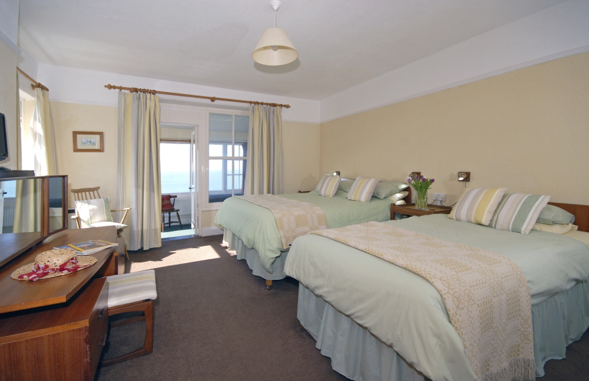 Whitesands Beach holiday cottage - ground floor family bedroom