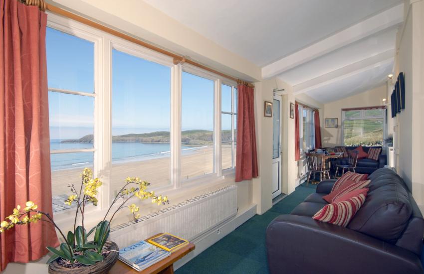Whitesands Beach (Blue Flag) holiday home - sun room with sea views