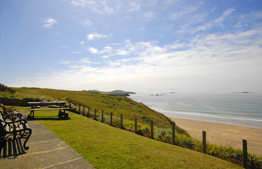 Pembrokeshire coastal cottage with terrace overlooking Whitesands Beach and Ramsey Island