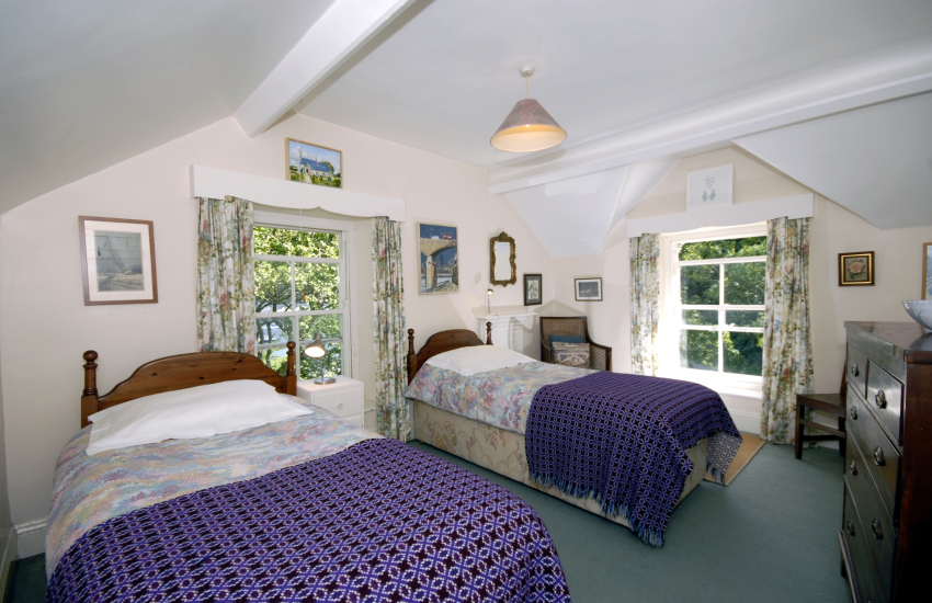 Coastal cottage sleeping 6 - twin