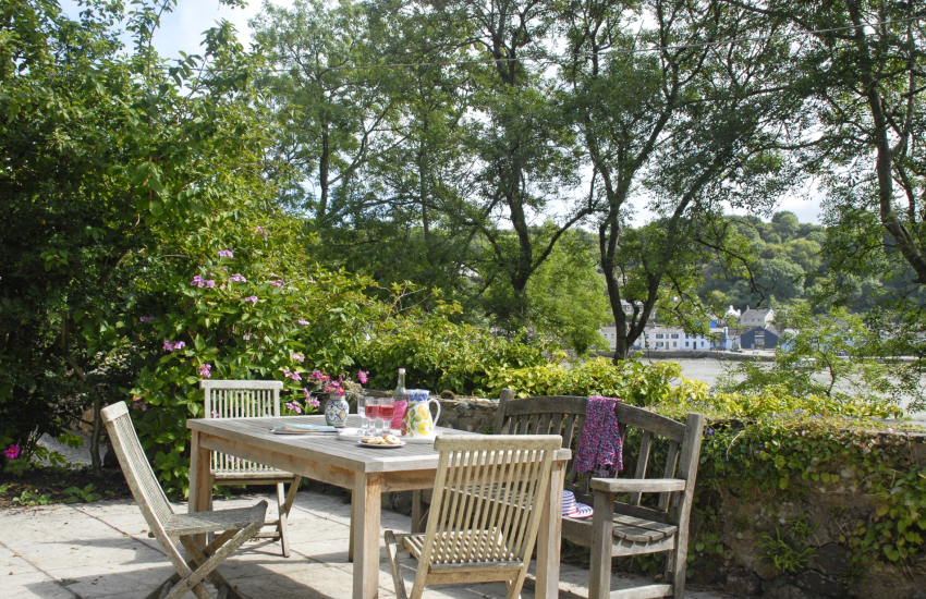 Self catering cottage  North Pembrokeshire coast with gardens and harbour views