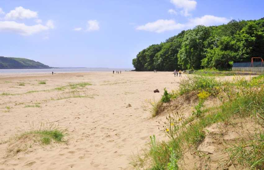 Llansteffan is an estuary with a long pleasant sandy foreshore ideal for fun and games. Swimming is safe when the tide is over the flat sands