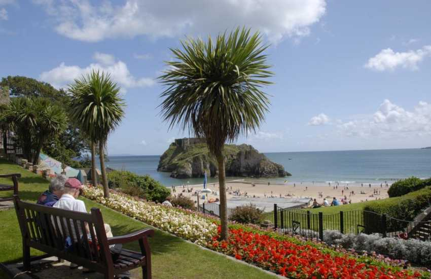 Tenby - a popular seaside resort with picturesque harbour, boutiques, bars, restaurants, quaint cobbled streets and 5 glorious sandy beaches (Blue Flag) is the perfect day out