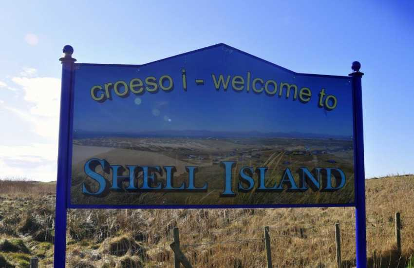 Shell Island just south of Harlech, is a 6 mile 'spit' of land with three sandy bathing beaches and dunes as far as the eye can see. Perfect for sailing, swimming, crabbing or just sunbathing