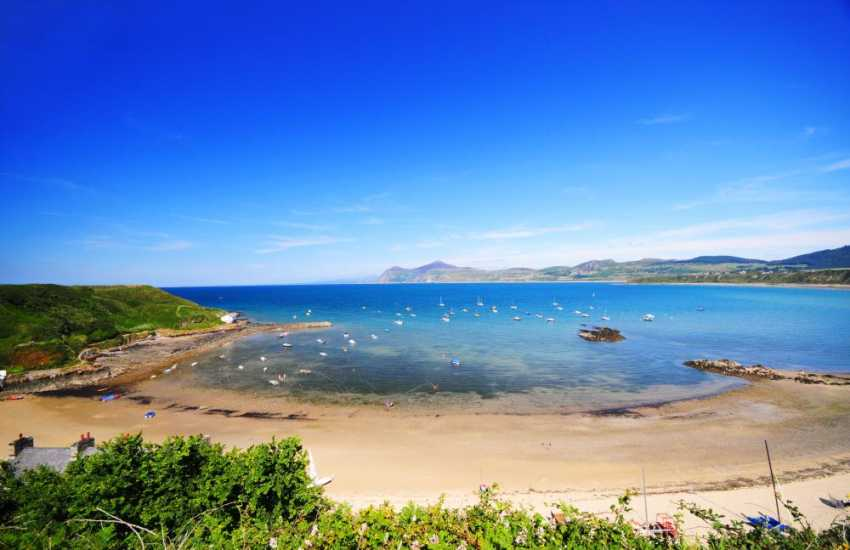 Porthdinllaen waterside village (National Trust) can be reached by a walk along the beach from Morfa Nefyn at low tide