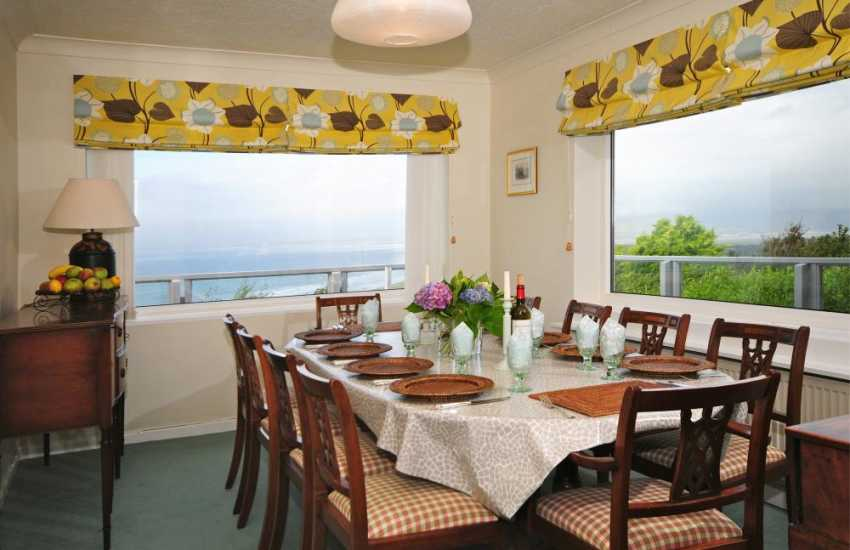 Luxury Welsh coastal cottage - dining room
