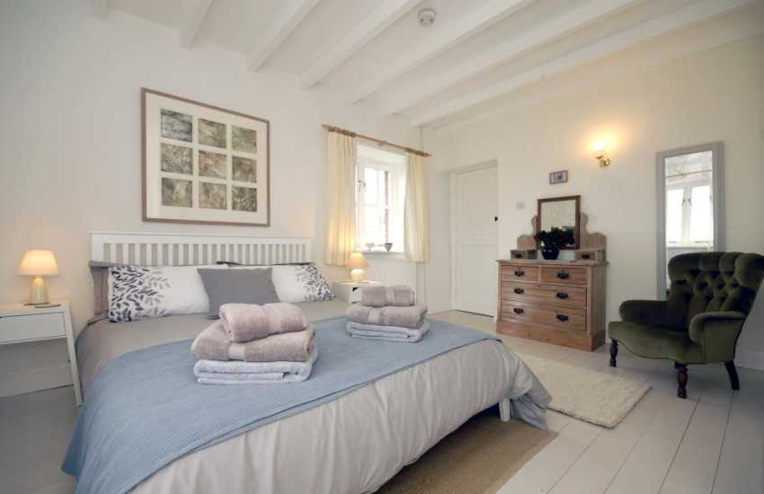 Pembrokeshire Abermawr holiday cottage for two - kingsize bedroom