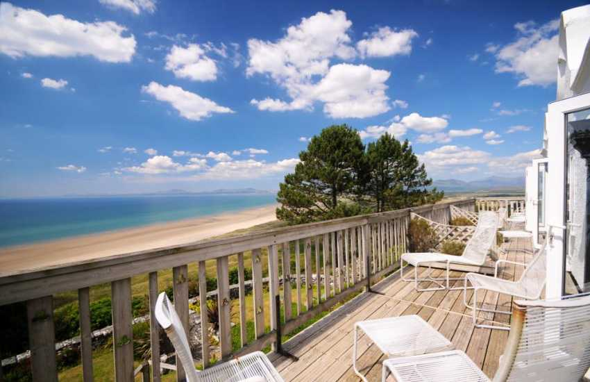 Bedrooms enjoy balconies with sea views