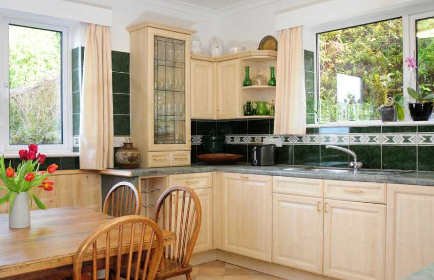 Snowdonia cottage - kitchen
