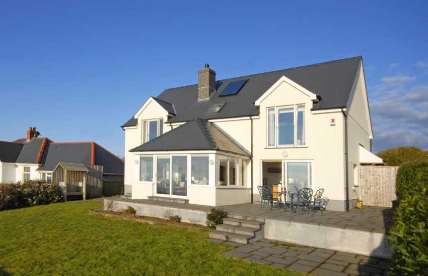 Luxury holiday house in Gwbert with sea views - pets welcome