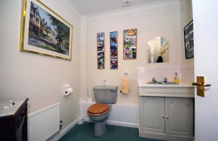 Coastal cottages Snowdonia - cloakroom