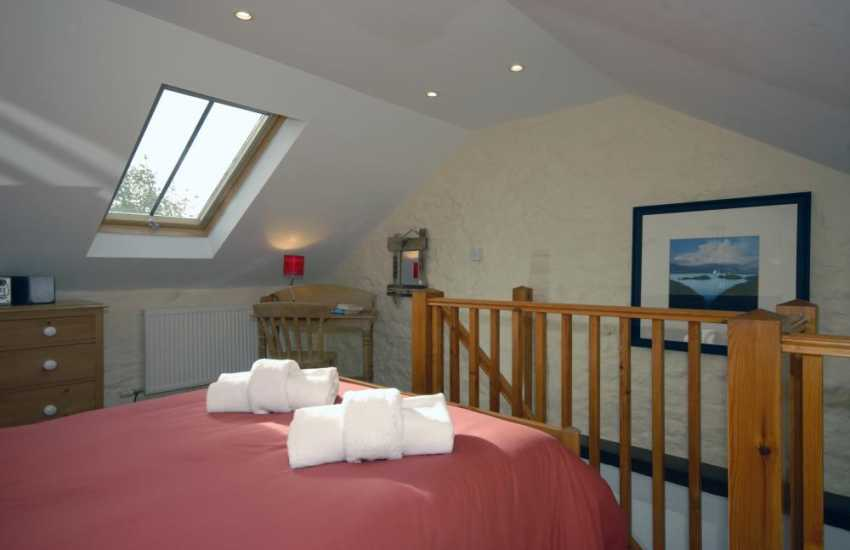 Pembrokeshire coastal retreat sleeps 2 - galleried bedroom