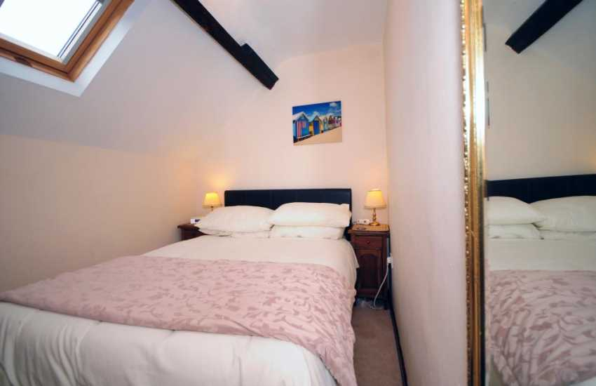 Luxury cottage with sea view Wales - bedroom