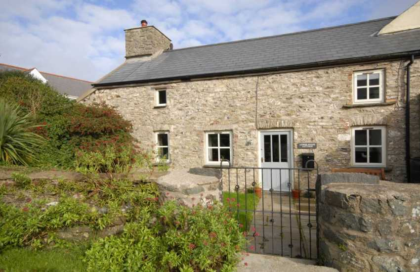 North Pembrokeshire restored stone cottage with enclosed gardens and pets welcome