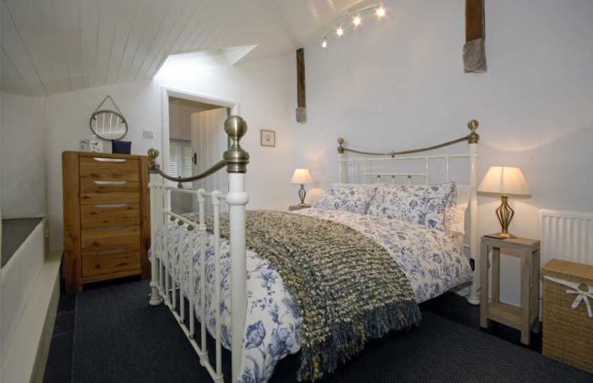 Abercastle luxury holiday cottage - ground floor master bedroom