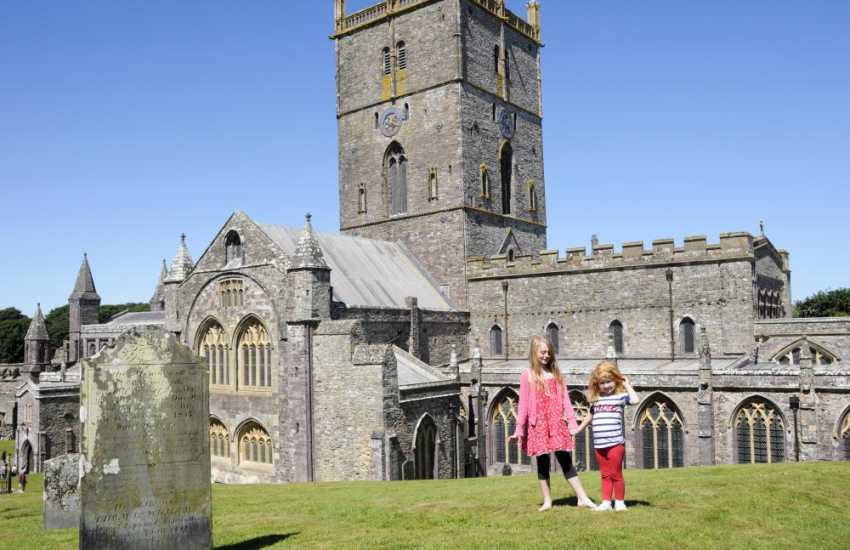 St Davids with the medieval Cathedral nestled at its heart, has interesting craft shops, boutiques, galleries and a  wide choice of places to eat and drink