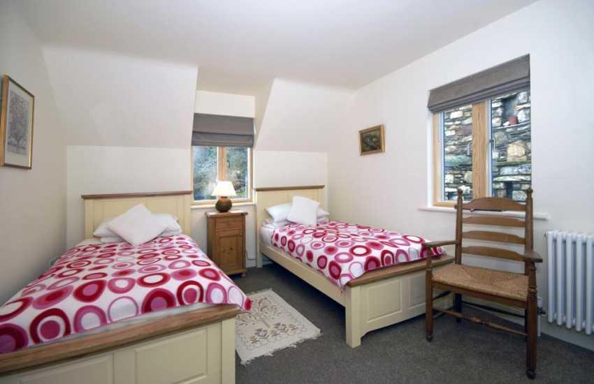 Coastal Pembrokeshire cottage sleeping 7 - rear wing twin