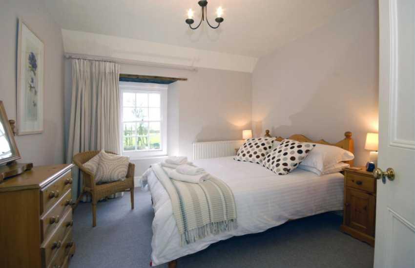 Lochturffin Old Farmhouse sleeps 8 - 2nd floor double