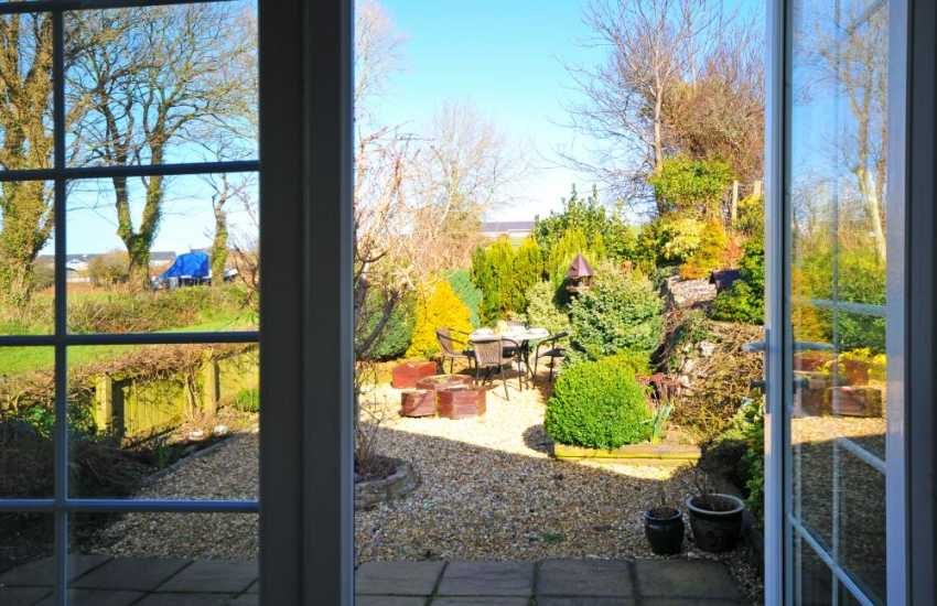 Holiday cottage with private garden