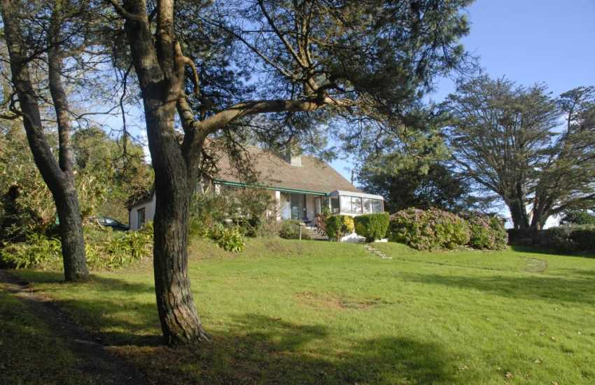 Saundersfoot holiday home with sea views and garden - pets welcome