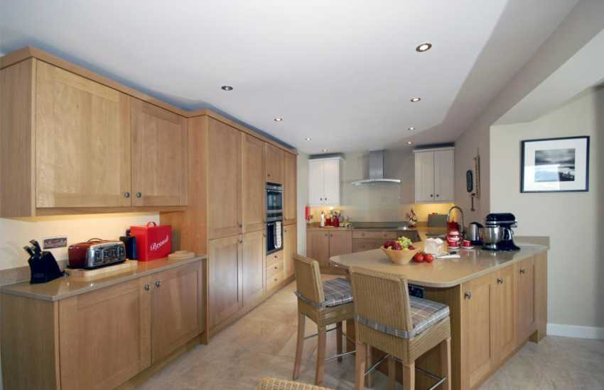 Self catering Broad Haven - luxury fitted kitchen/diner/family room
