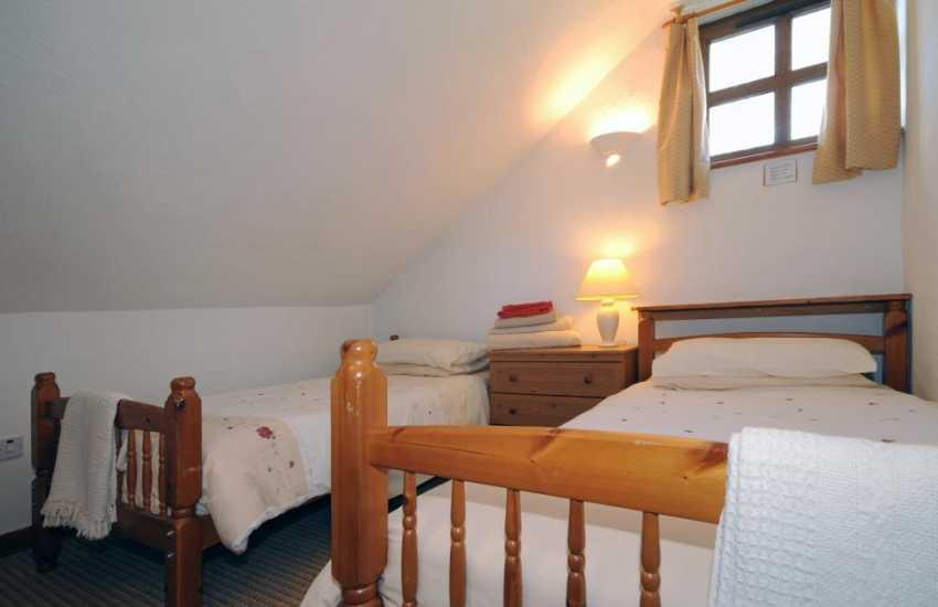 Cottage near Welsh Highland Railway - twin bedroom