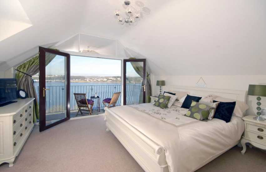 South Pembrokeshire holiday home - super king size master en-suite with river views