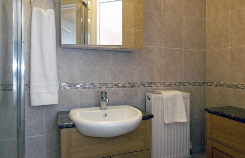 Pembrokeshire holiday home - ground floor double en-suite shower