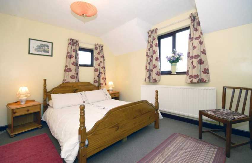 Pembrokeshire holiday home sleeps 7 - double