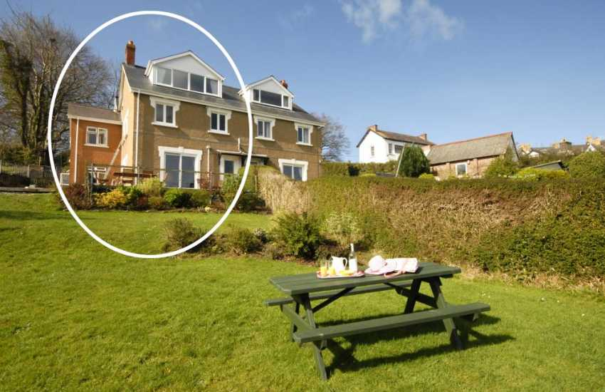 New Quay holiday house with garden - pets welcome