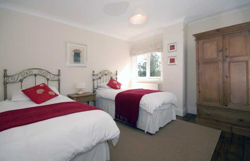 Holiday home New Quay sleeps 8 - twin bedroom