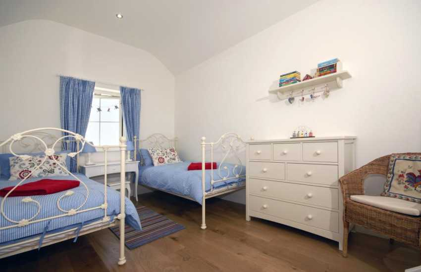 Manorbier holiday cottage - triple bedroom including day bed