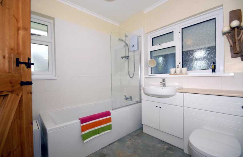Solva holiday cottage - ground floor family bathroom