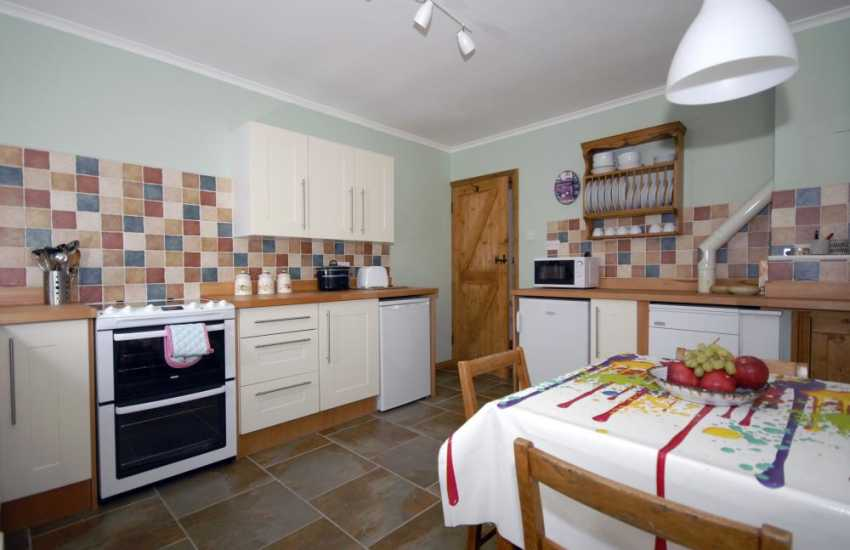 St Davids self-catering holiday cottage - country style kitchen