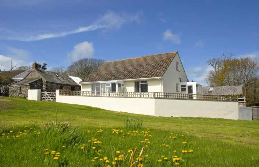 Solva holiday cottage with large grounds - pets welcome