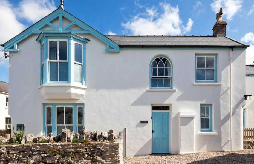 South Pembrokeshire, Manorbier - restored holiday home with gardens