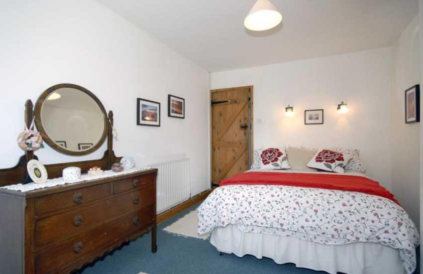 Newport holiday cottage sleeps 4 - double