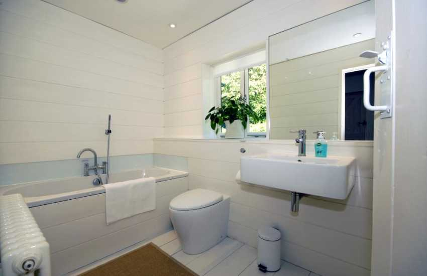 South Pembrokeshire holiday cottage - modern family bathroom
