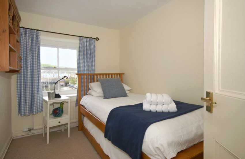 Single bedroom with pull-out truckle bed - harbour views