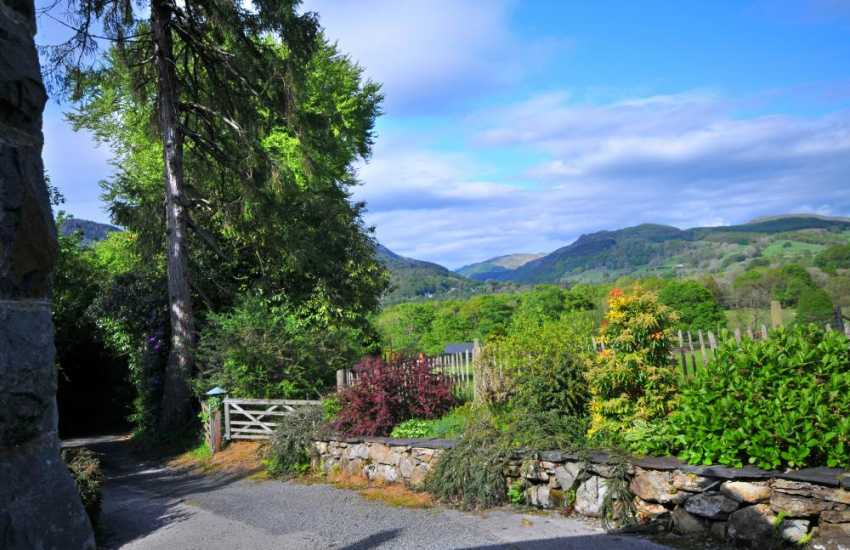 Snowdonia views - garden