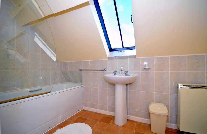 Holiday cottage Wales - bathroom