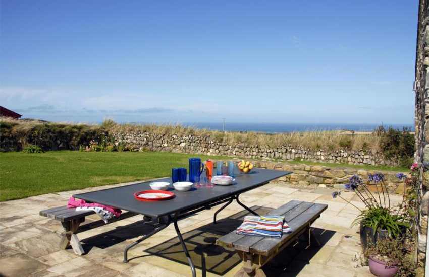 Holiday home near the coast at Abereiddy - patio