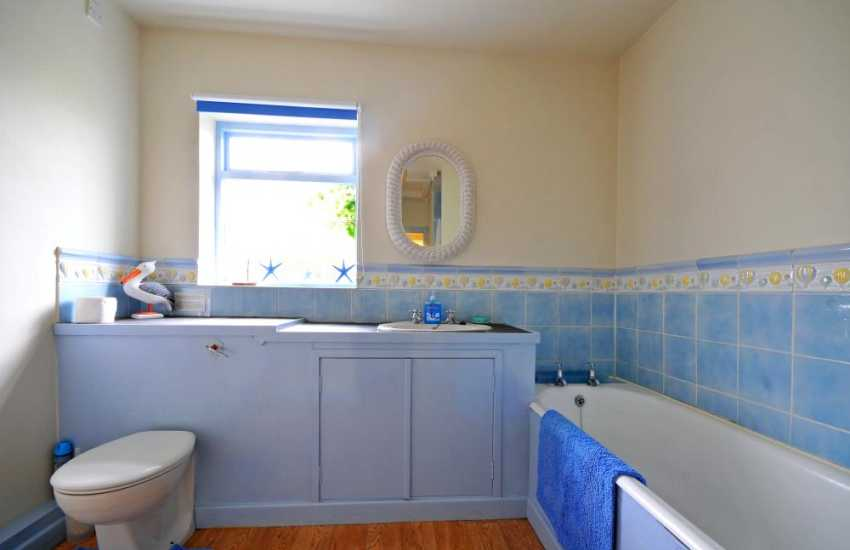 Holiday cottage Red Wharf Bay - bathroom